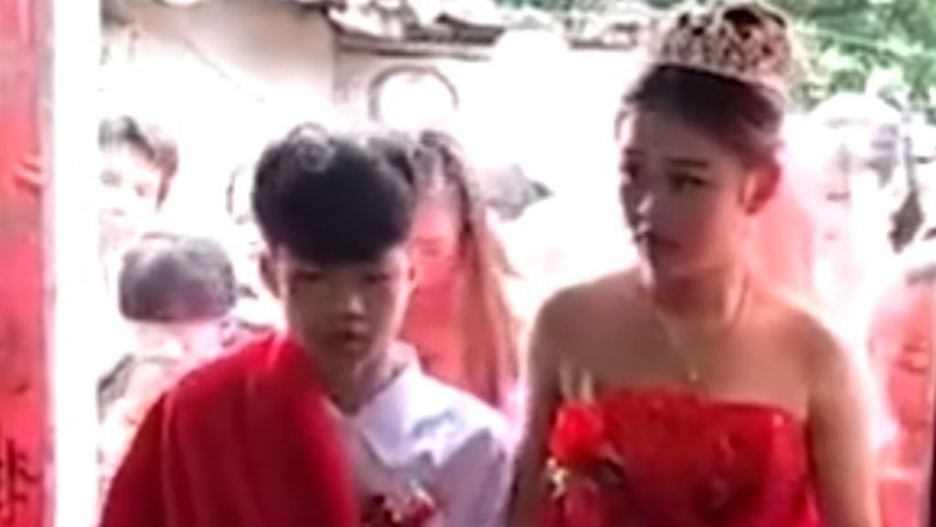 Una niña de 13 años embarazada se casa con otro de su misma edad en China