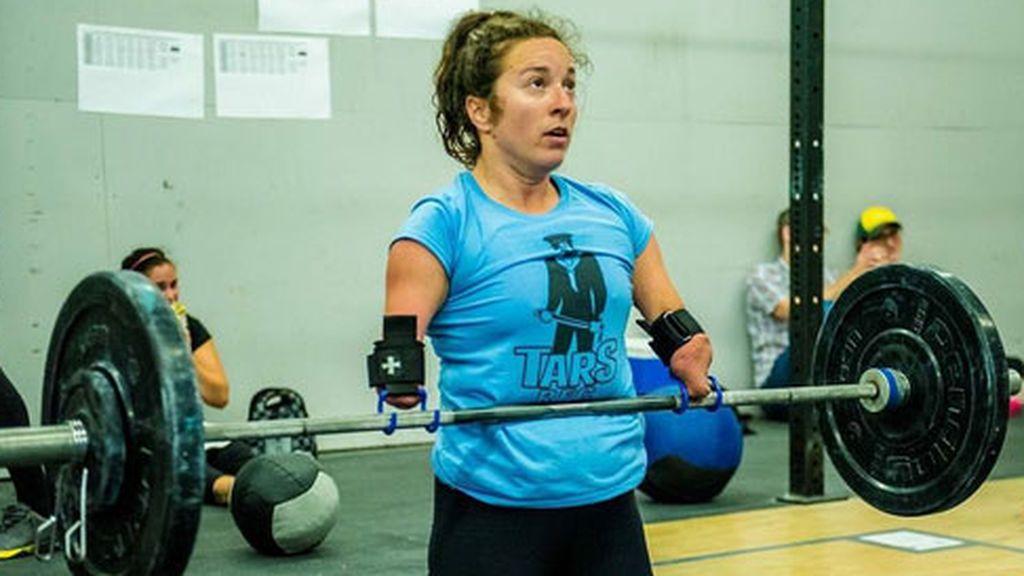 La atleta que inspira al mundo haciendo crossfit sin piernas ni brazos