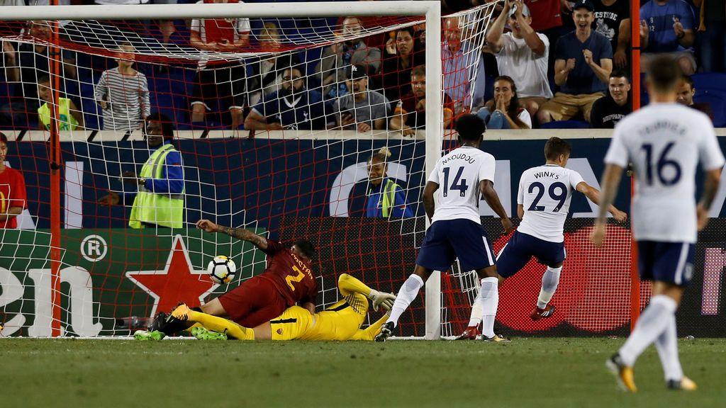 ¡Gol del Tottenham! El balón se va al palo, rebota en el portero y Winks lo acaba metiendo