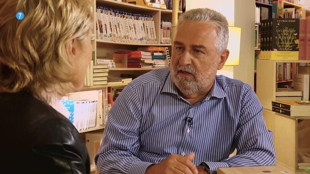 El escritor y periodista Rafael Nadal, el sábado junto a Mercedes Milá, en 'Convénzeme'