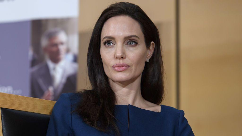 """Angelina Jolie: """"Lloraba en la ducha para que no me vieran mis hijos"""""""