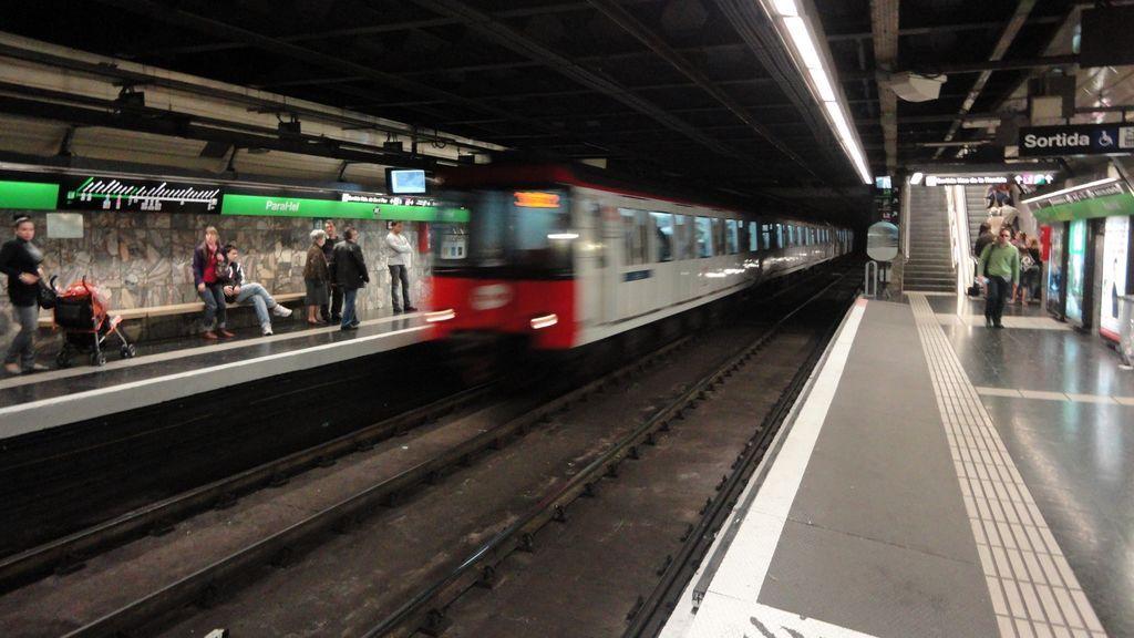 Los trabajadores del Metro desconvocan las huelgas y aceptan la propuesta de mediación