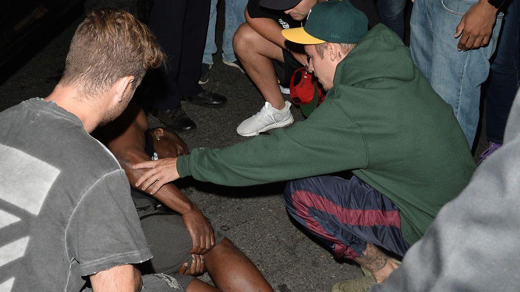Justin Bieber atropella a un paparazzi a la salida de la iglesia
