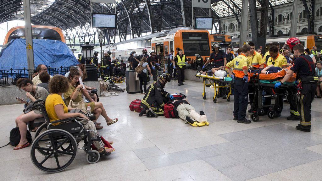 """Una herida en el accidente de tren de Barcelona: """"Estaba durmiendo y me desperté con el choque"""""""