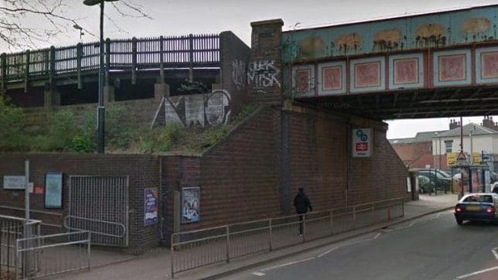 Reino Unido: Violan a una chica de 15 años en una estación y al pedir ayuda vuelven a violarla