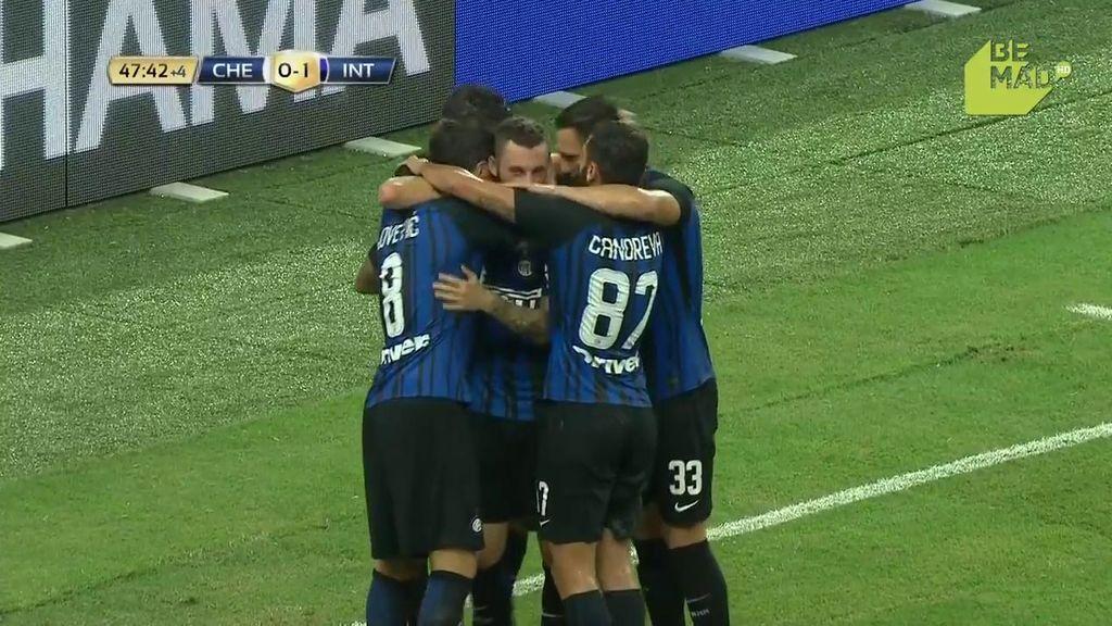 Jovetic falla el penalti pero coge el rechace y lo mete dentro para adelantar al Inter