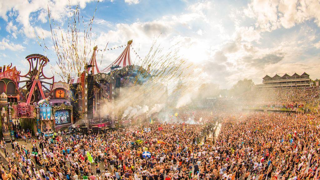 Evacúan el Tomorrowland Barcelona tras incendiarse el escenario