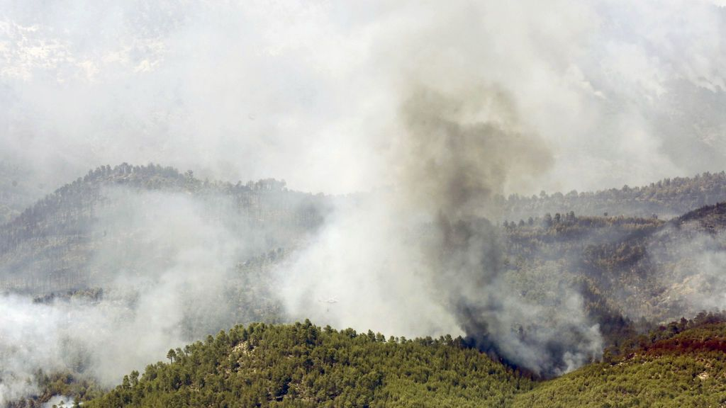 El fuego de Yeste está perimetrado casi en su totalidad y hay 1.400 hectáreas afectadas
