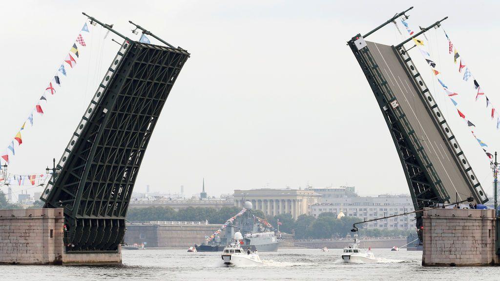 Desfile del Día Naval en St. Petersburgo