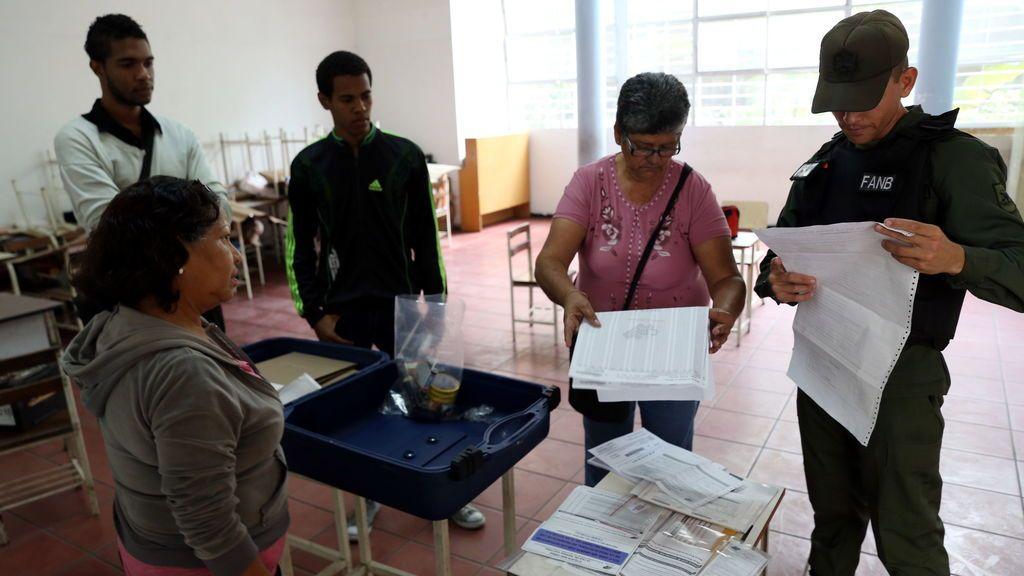 "Maduro llama a votar en la Constituyente ""llueva, truene o relampaguee"""