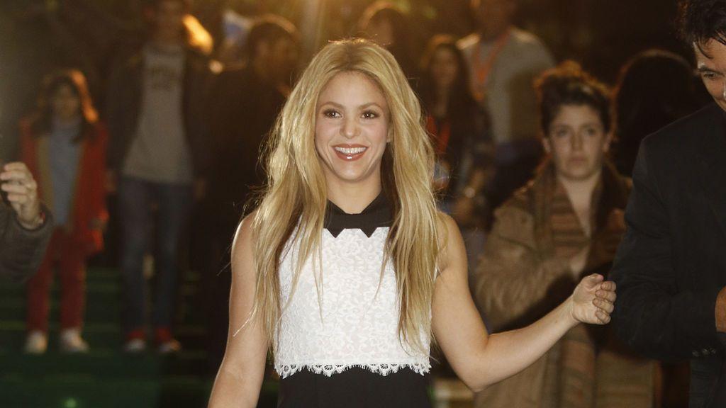 Shakira vuelve a sus inicios pelirrojos
