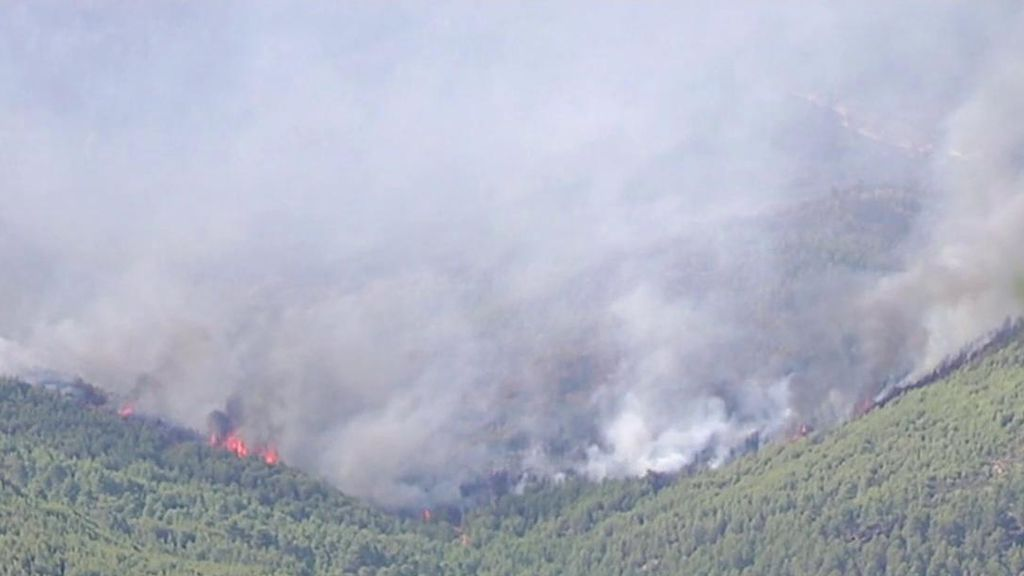 Evacúan 7 pedanías y aldeas más y ascienden a 2.000 las hectáreas calcinadas en Yeste
