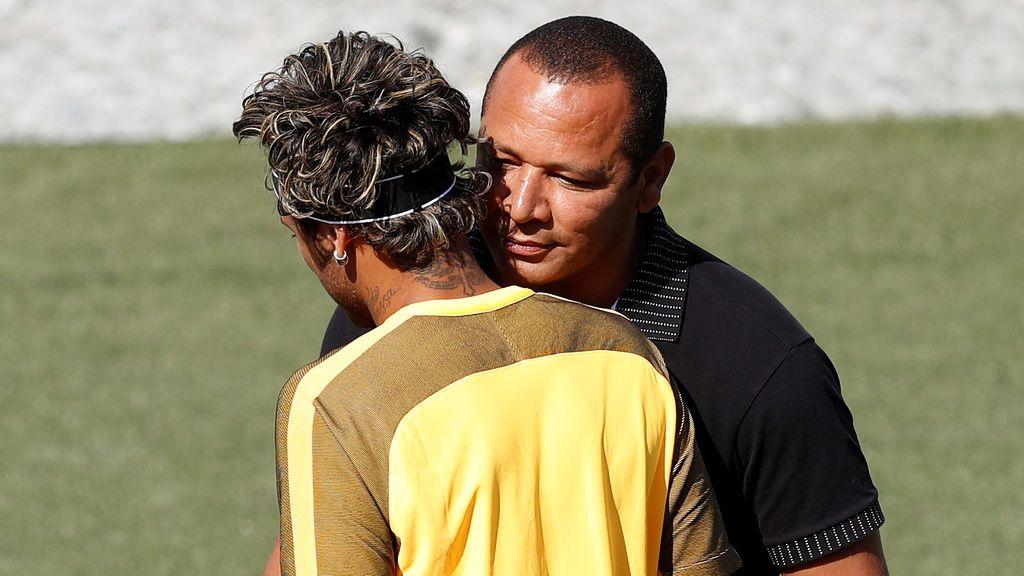 El padre de Neymar cobrará hoy 26 millones del Barcelona por la prima de renovación