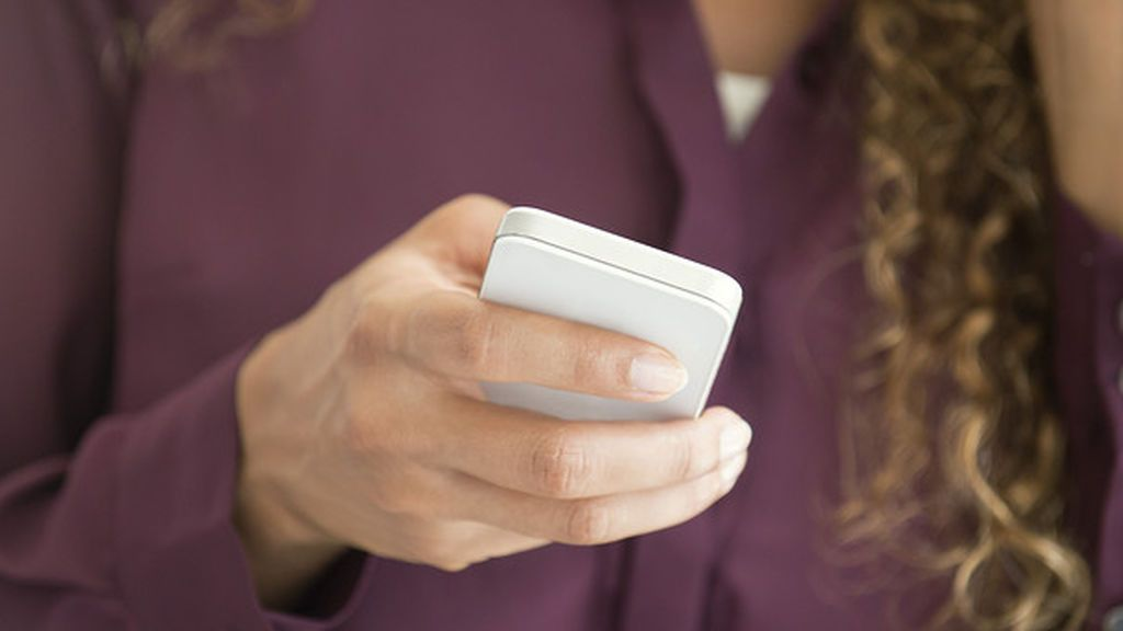 Una mujer manda mensajes por Facebook a su amiga después de haber sido violada en su casa