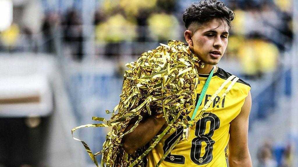 Se retira con 19 años por las lesiones y el Dortmund le agradece su esfuerzo pagándole los estudios