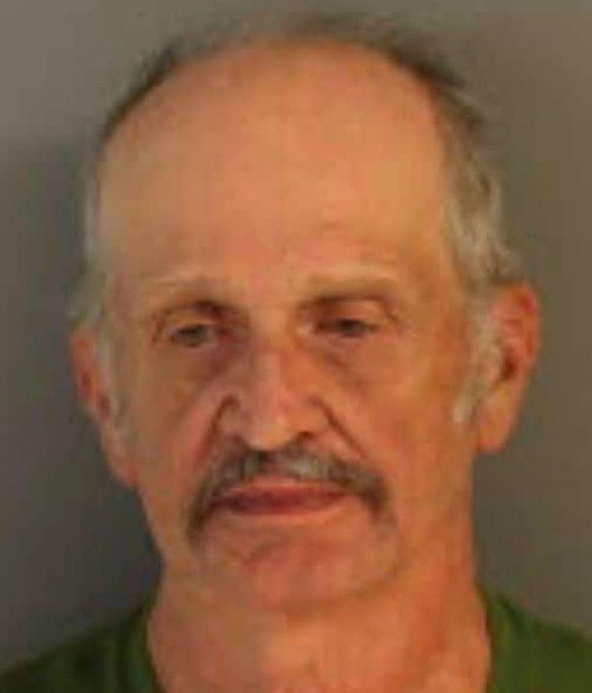 Un violador capturado 16 años después al dejarse la dentadura postiza