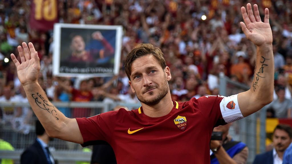 El amor de la Roma por Totti llega… ¡hasta la galaxia! El club envía una camiseta del capitán al espacio