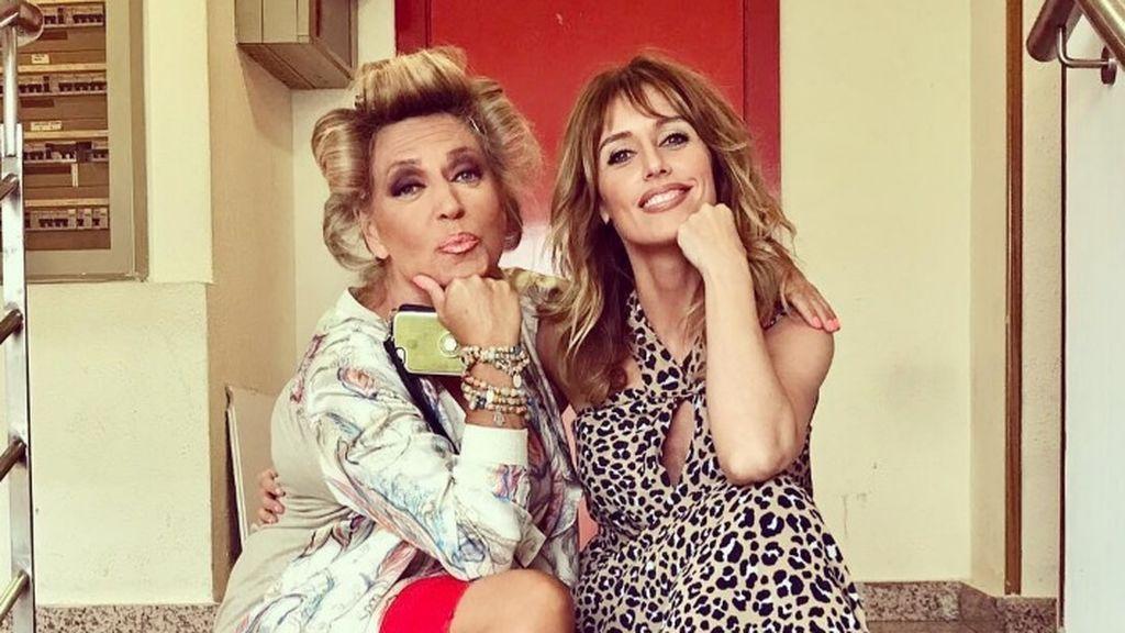 ¡Con rulos y a lo loco! La foto más improvisada de Emma García y Lydia Lozano por los pasillos