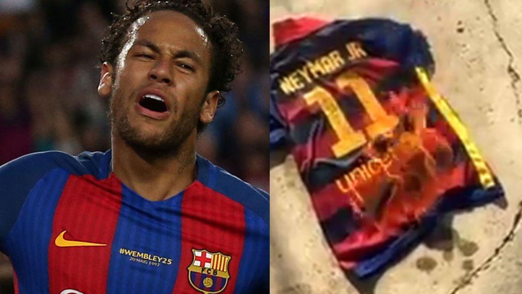 A Neymar le hacen un 'Figo': los aficionados del Barça se desahogan quemando su camiseta