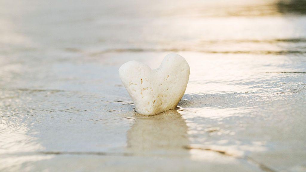Cinco beneficios que tienes a mano en la playa (y que no son la sombrilla ni la crema)