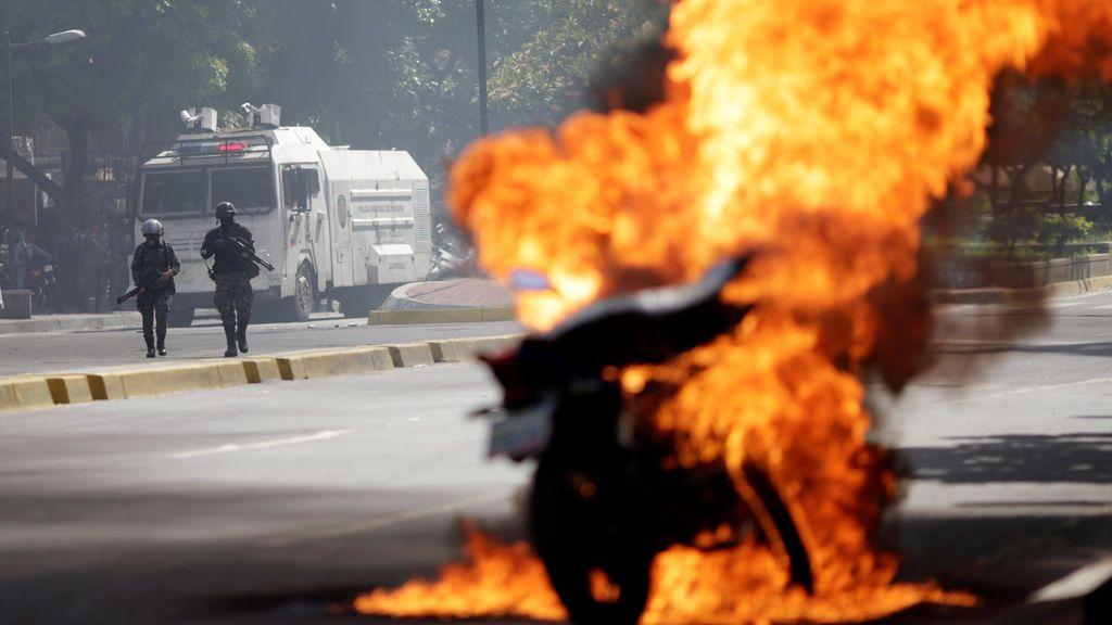 La Policía venezolana reprime la protesta opositora en Caracas