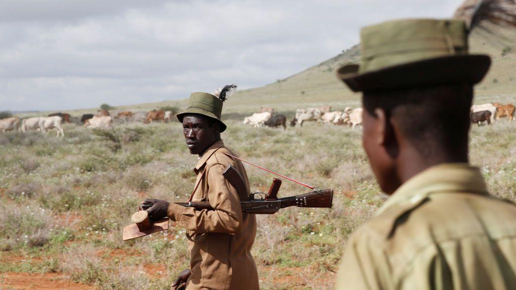 Hombres de la tribu turkana cerca de Baragoy, Kenya