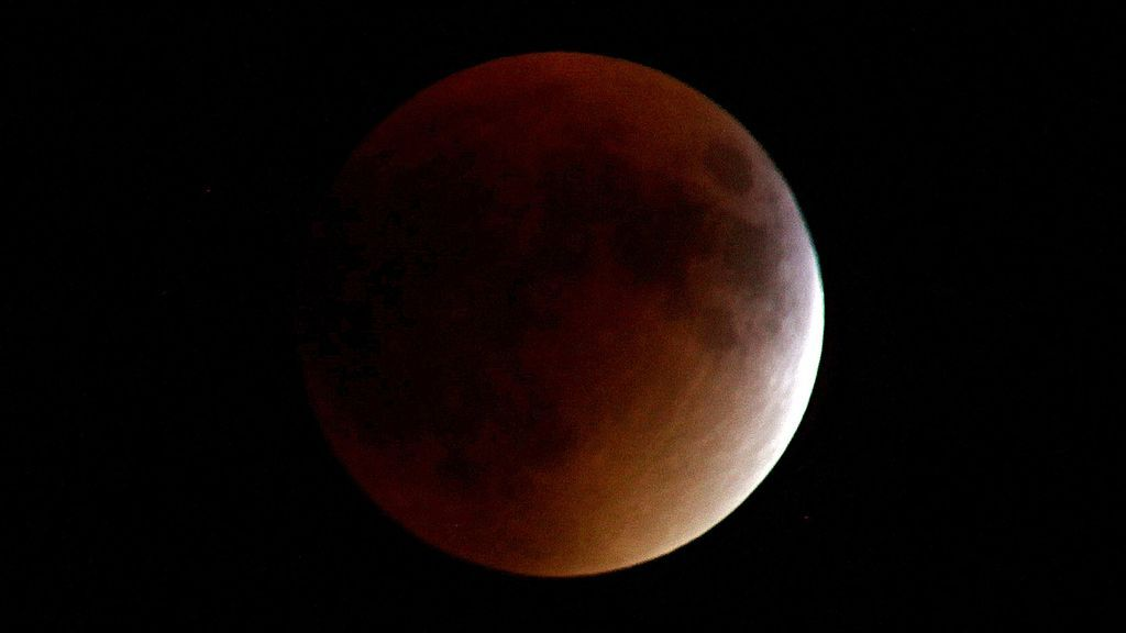 red-moon-2376367_1920