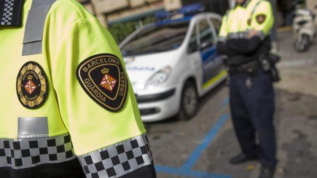 Una turista británica agrede a un agente cuando denuncia un robo