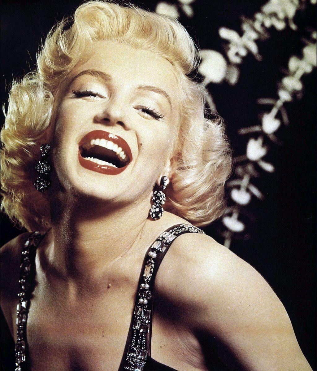 Nació bajo el nombre de Norma Jeane Mortenson y al cumplir 21 lo cambió por Marilyn Monroe