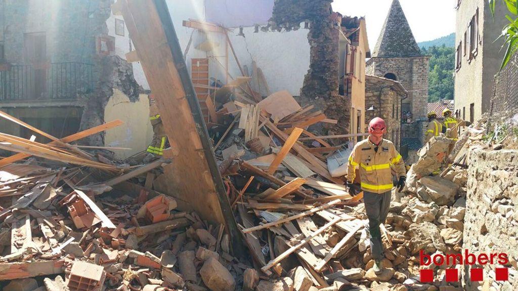 Rescatadas dos personas tras derrumbarse una casa en Ripollès