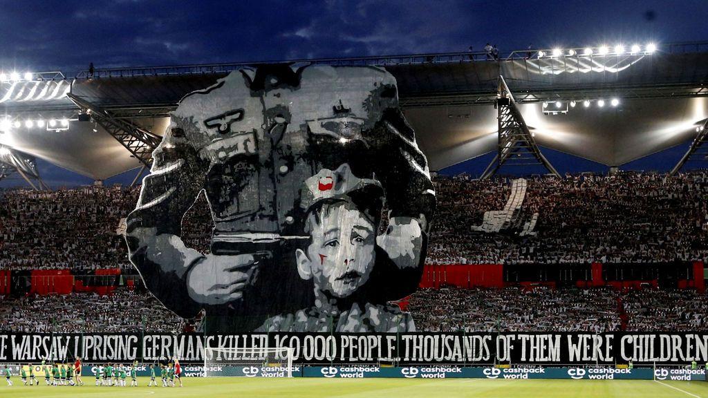 Pancarta conmemorativa de los fans de Legia Warsaw
