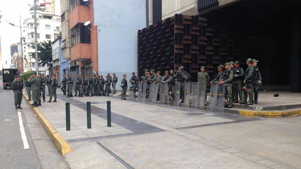 """La fiscal general de Venezuela denuncia el """"asedio"""" a su sede"""