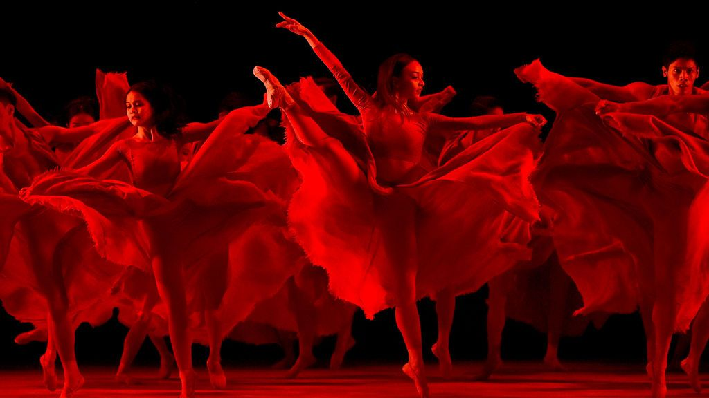 Ballet de Filipinas durante el 50º aniversario de la Asociación de las Naciones Asiáticas del Sur