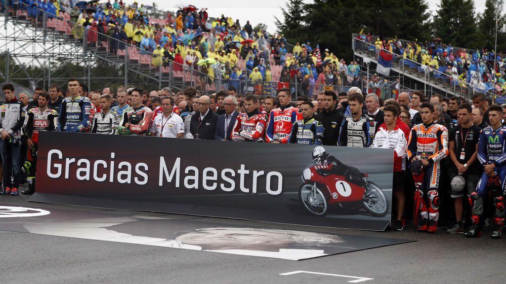 """""""Gracias maestro"""" El homenaje de la parrilla de MotoGP a Ángel Nieto"""
