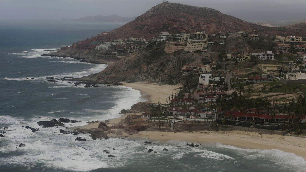 Un grupo armado mata a tres personas en una playa turística de México