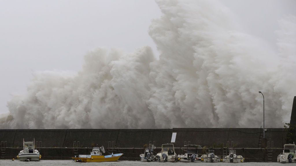 Gran ola causada por el tifón 'Noru' en Japón