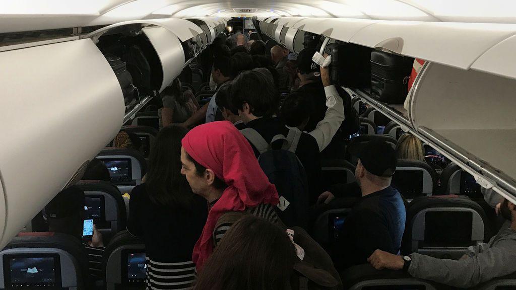 Las fuertes turbulencias durante el aterrizaje de un vuelo de American Airlines provocan 10 heridos