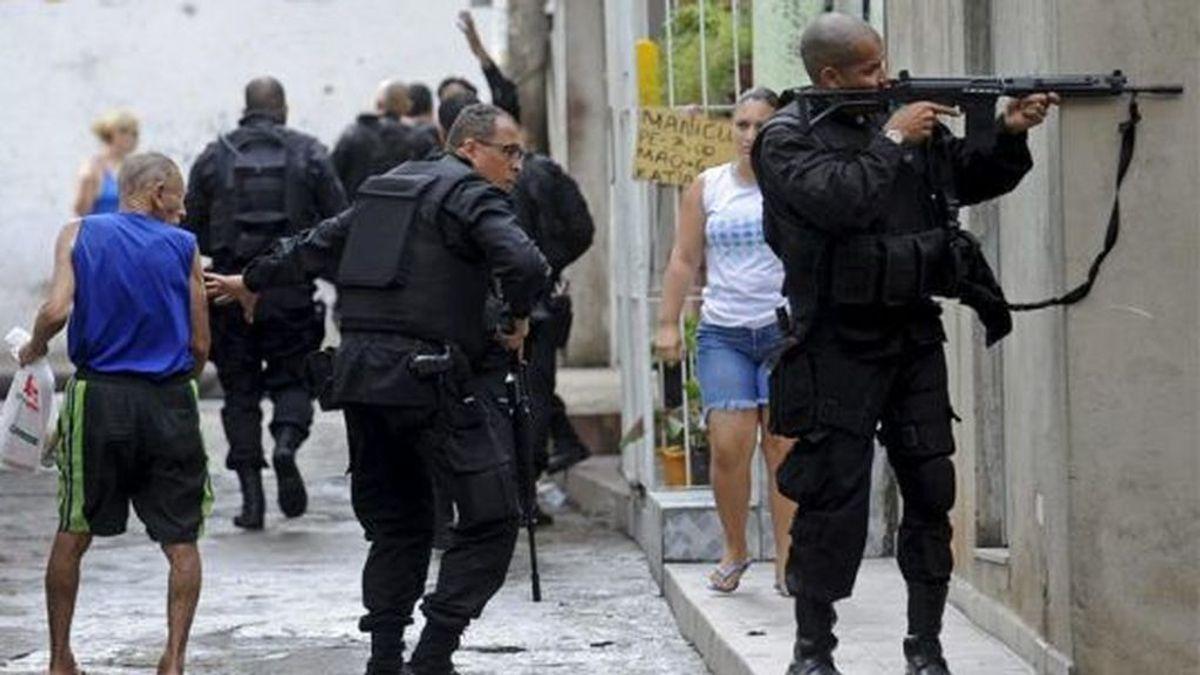 Esta familia británica iba a por agua y acaba en medio de un tiroteo en Brasil