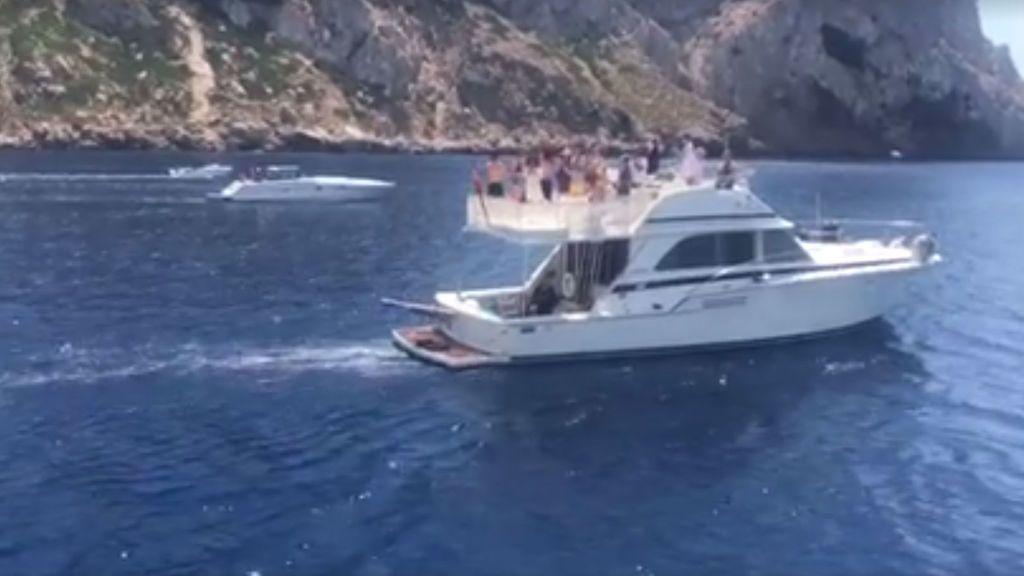 ¡Hasta los delfines quisieron despedir a Ángel Nieto! Fonsi publica el último adiós en aguas de Ibiza