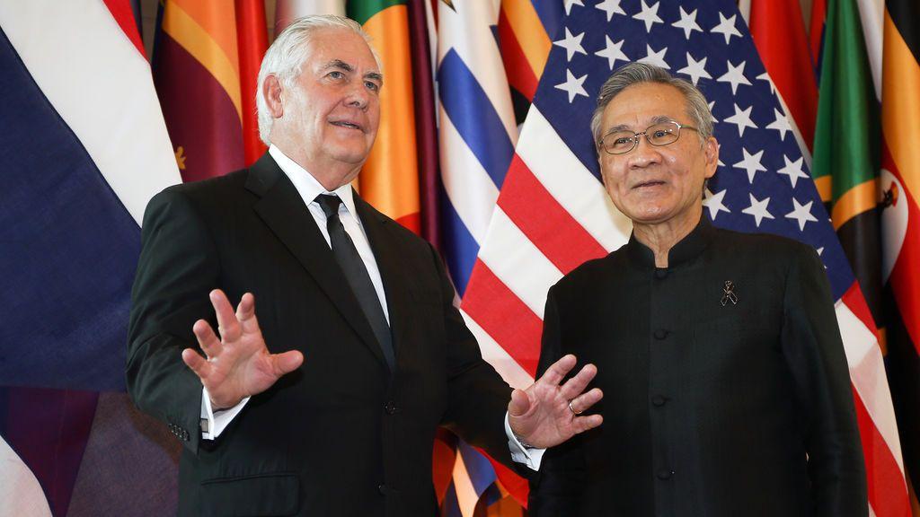 El secretario de Estado de EEUU, Rex Tillerson, y el ministro tailandés de Asuntos Exteriores, Don Pramudwinai.