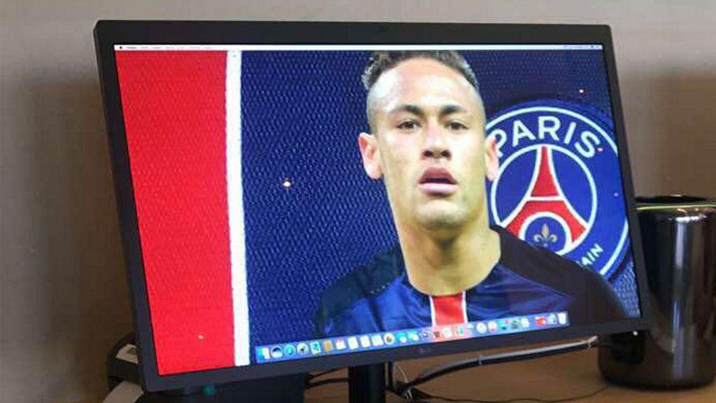 'Trollean' la tienda de Apple en Barcelona con fondos de pantalla de Neymar con la camiseta del PSG
