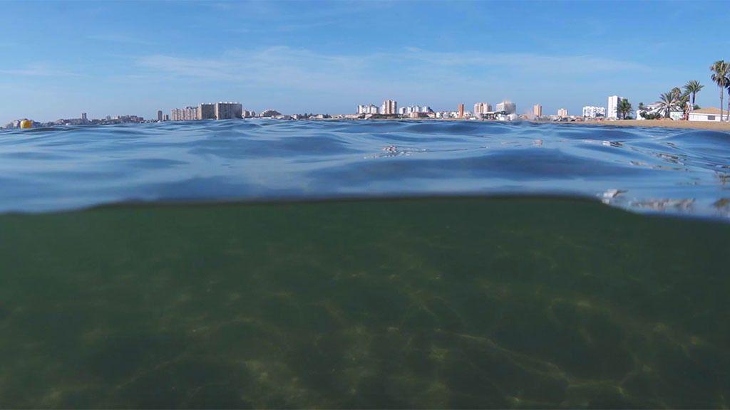 El Mar Menor ya no es una sopa verde… de momento
