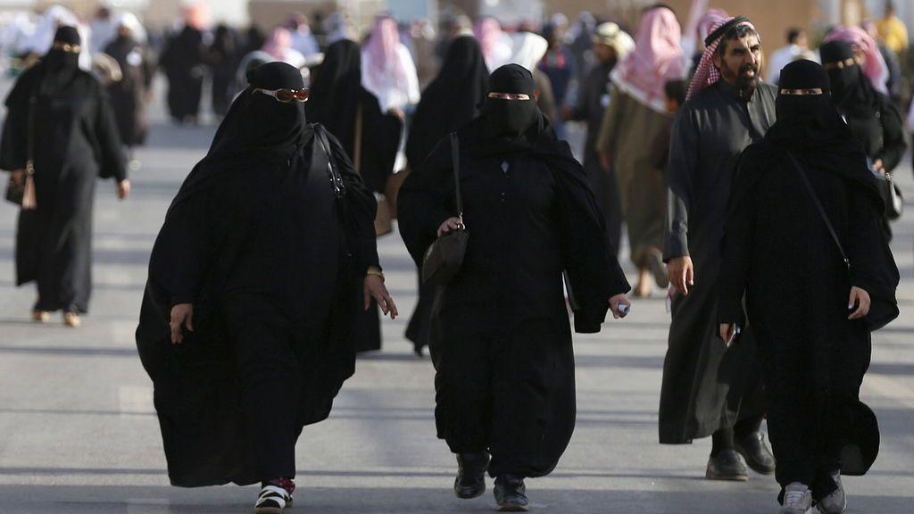 Las mujeres podrán usar bikini en un nuevo complejo turístico en Arabia Saudí