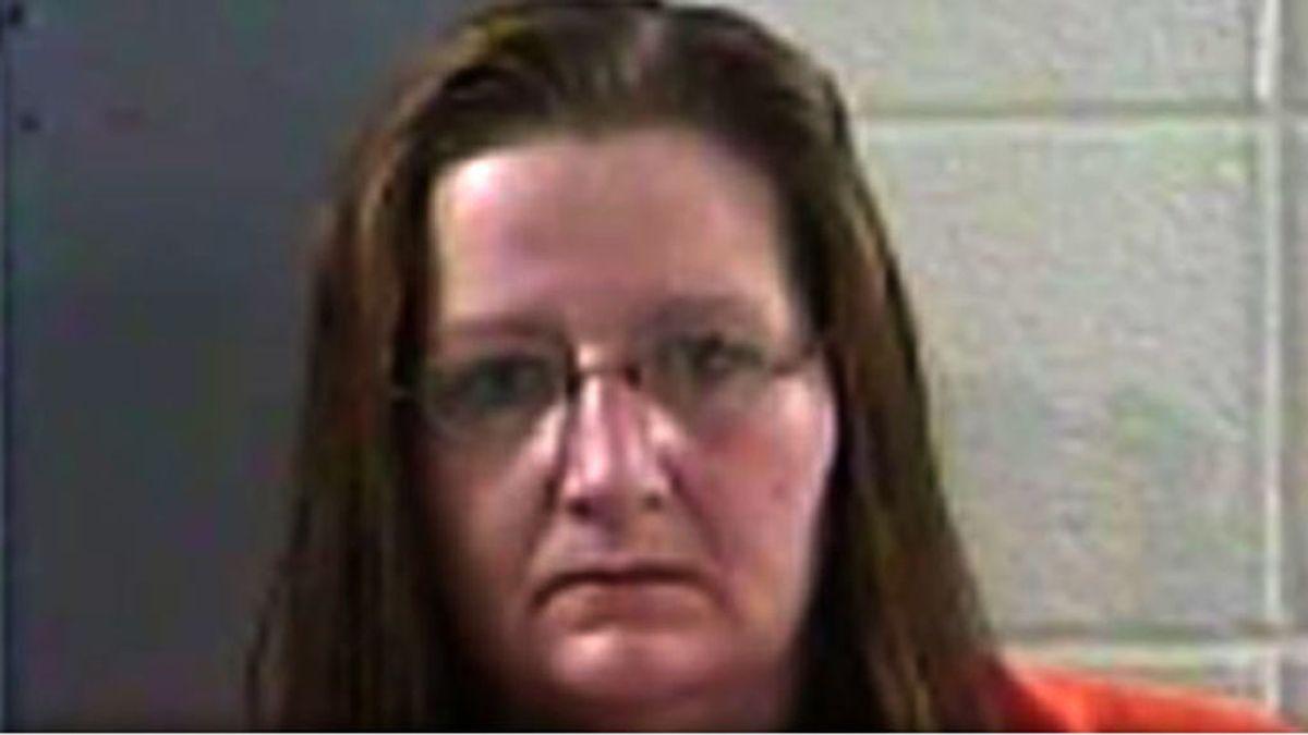 Un mujer de Kentucky rocía con gasolina a su marido y le prende fuego porque la engañaba