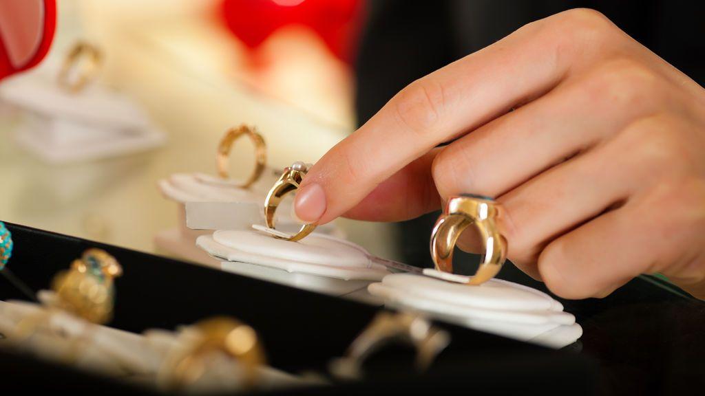 Detenido por robarle 20.000 euros en joyas a la abuela de su novia
