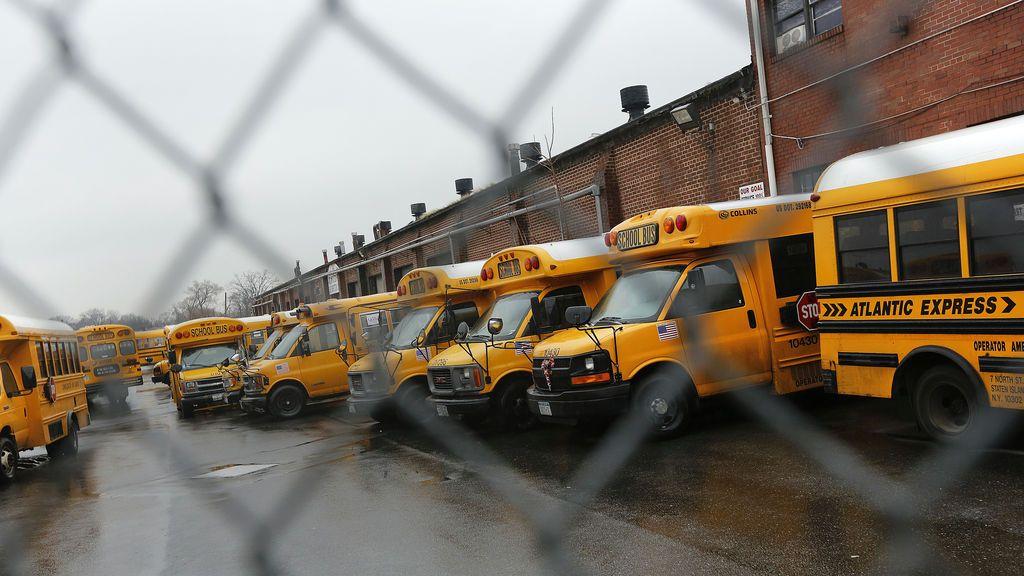 Un niño de tres años muere por un golpe de calor tras permanecer olvidado en un autobús escolar