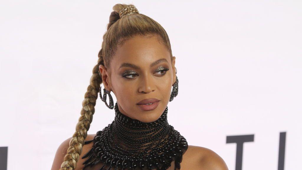 Beyoncé desata las críticas tras publicar una fotografía bebiendo alcohol