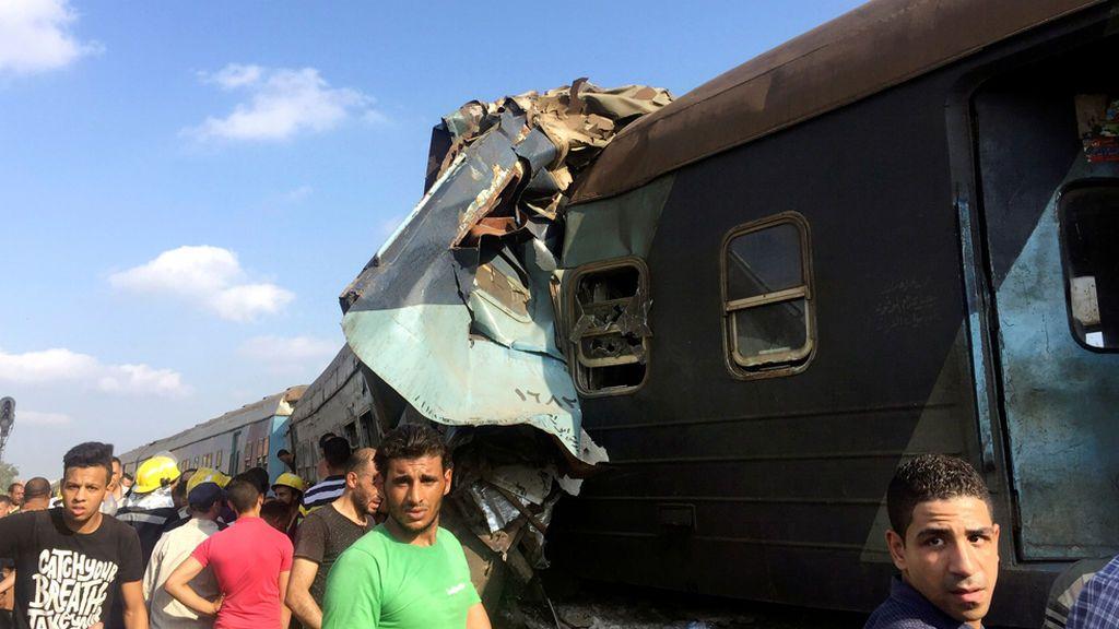 Veintiocho muertos tras la colisión frontal de dos trenes en Alejandría, Egipto