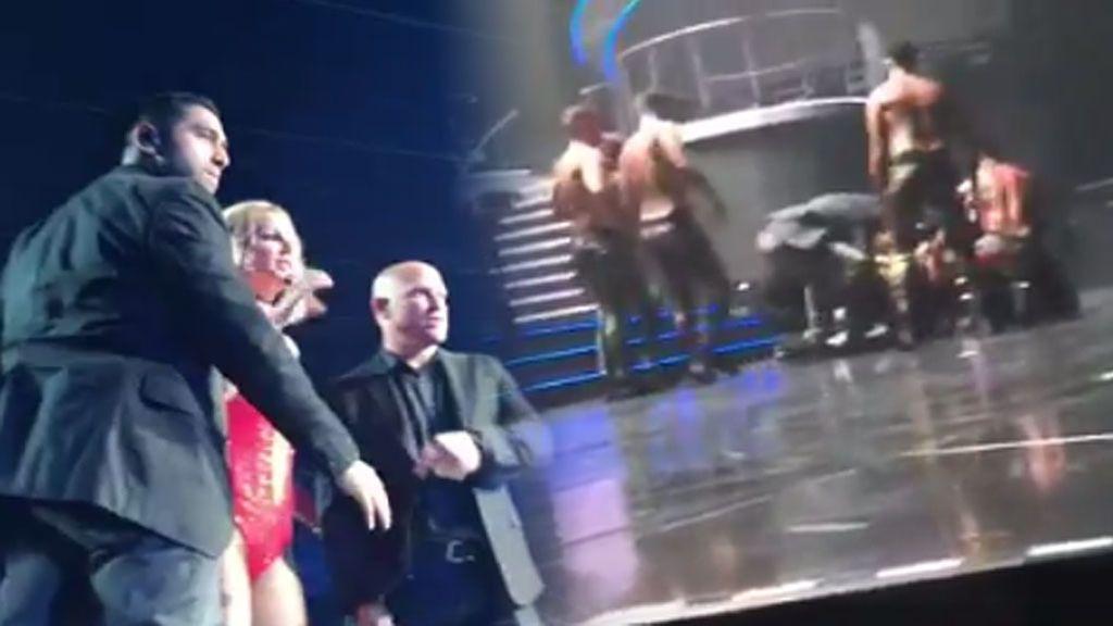 """Britney Spears """"aterrorizada"""" tras irrumpir un hombre en el escenario en pleno concierto"""