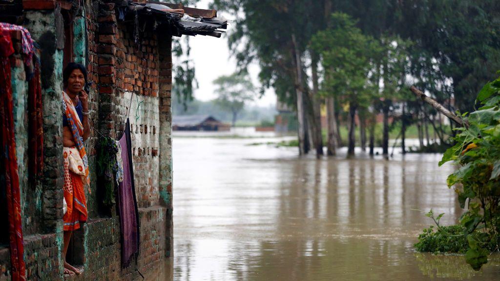 Un total de 53 muertos y más de 100.000 desplazados por las inundaciones en Nepal